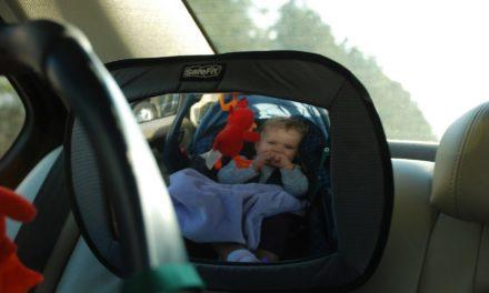 Zo ga je goed voorbereid op autovakantie met je baby