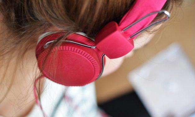 Vijf podcasts voor onderweg
